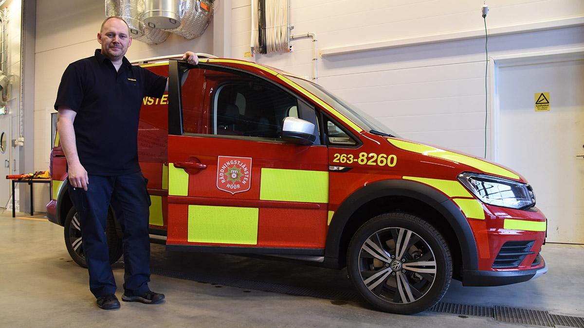 Räddningschefen visar en bil