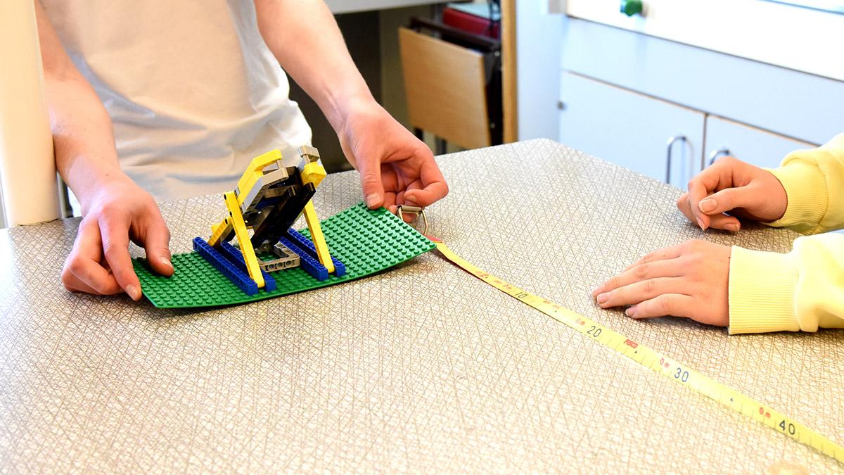 Kastmaskin i Lego.
