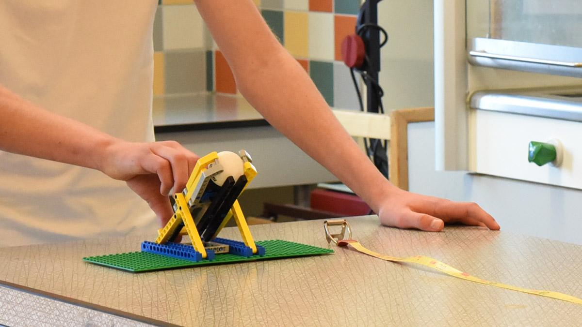 Kastmaskin i Lego