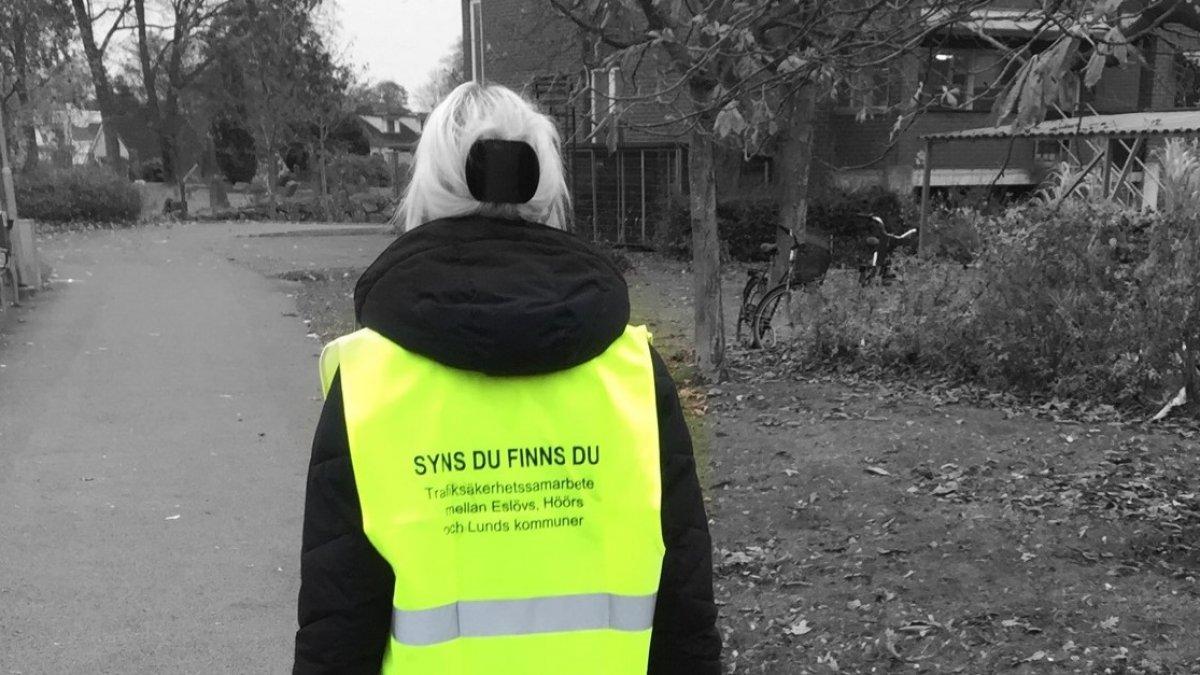 Reflexväst med texten syns du finns du - trafiksäkerhetssamarbete mellan Eslövs, Höörs och Lunds kommuner