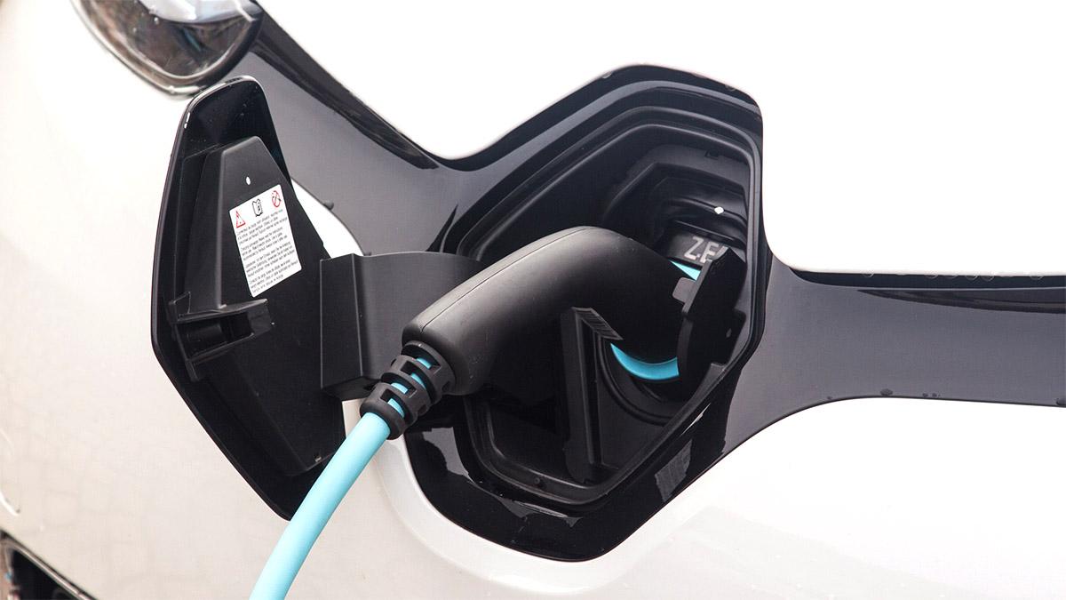 elbil på laddning