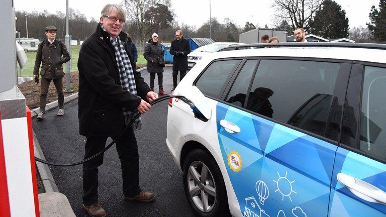 Kommunalråd Stefan Lissmark tankar biogas