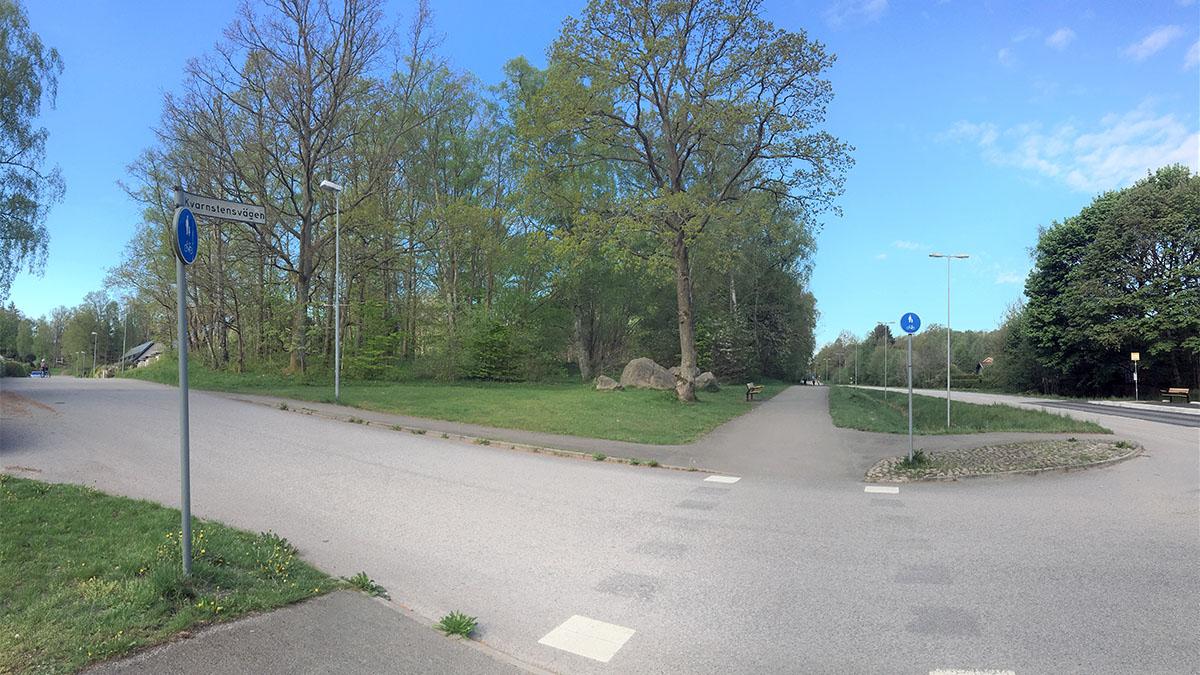 Bostäder planeras inom fastigheten Vårsol 1. Närmast korsningen Stenskogsvägen - Kvarnstensvägen sparas skogen.