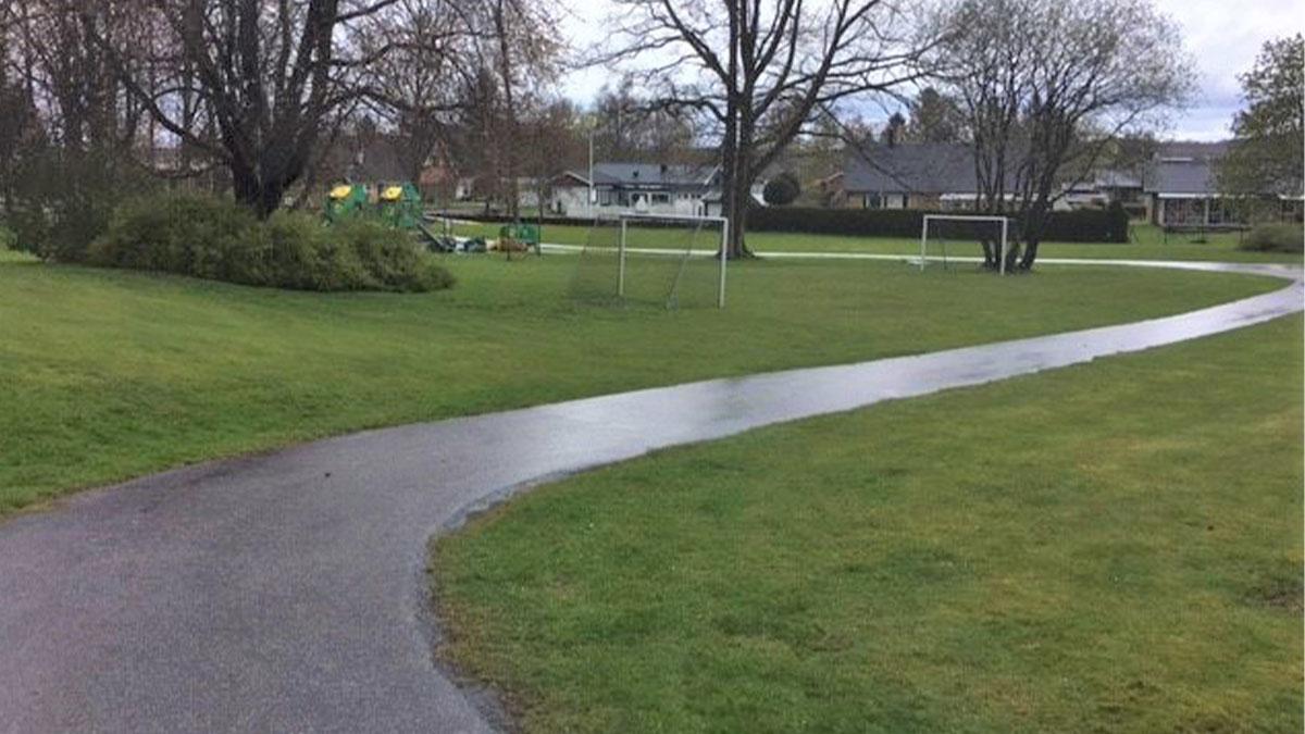 Grönområde med lekplats vid Korsarödsvägen i Tjörnarp.