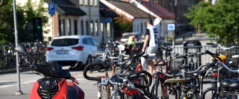 Trafikmiljö vid Höörs järnvägsstation.