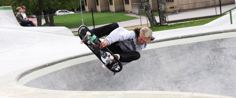 Skateboardåkare i aktion - Höörs skatepark